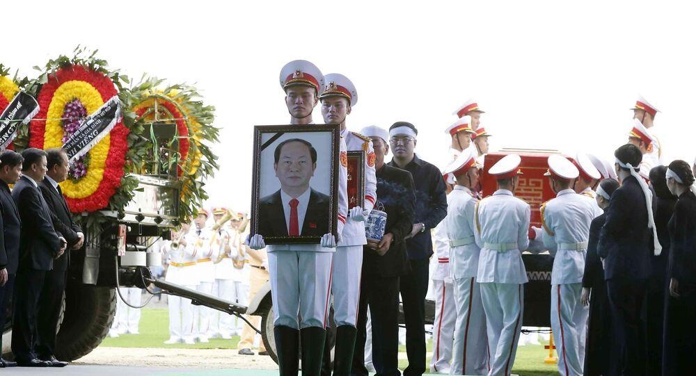Đội tiêu binh rước di ảnh và chuyển linh cữu Chủ tịch nước Trần Đại Quang tại nơi an táng - xã Quang Thiện, huyện Kim Sơn, tỉnh Ninh Bình