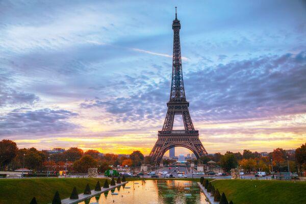 Tháp Eiffel ở Paris - Sputnik Việt Nam