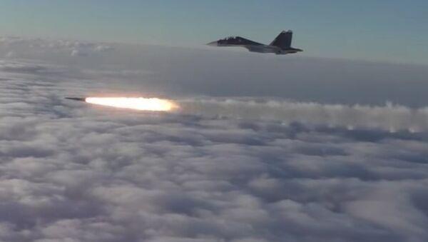 Ракетные пуски и бомбометание самолетов Су-30СМ авиации ЮВО - Sputnik Việt Nam