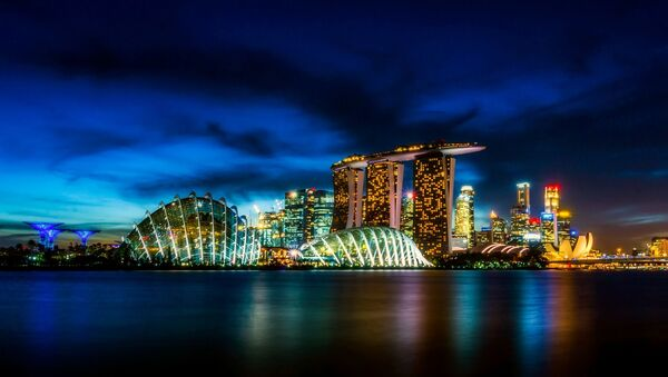 Небоскребы Сингапура ночью - Sputnik Việt Nam