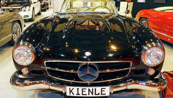 Chiếc Mercedes Benz 300 SL Coupe Gullwing 1956 được trưng bày tại Paris Retromobile motor show - Sputnik Việt Nam