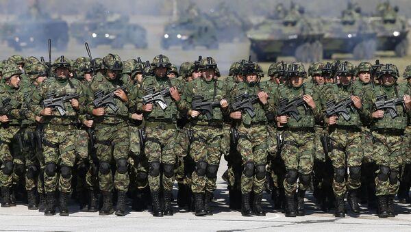 Солдаты Сербской армии на военном аэропорту близ Белграда - Sputnik Việt Nam