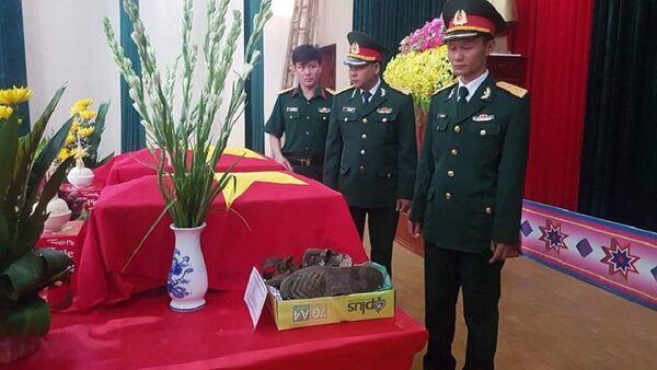Hài cốt của hai người được cho là hai liệt sỹ trong vụ máy bay rơi 47 năm trước trên đỉnh Tam Đảo vừa được quy tập. - Sputnik Việt Nam