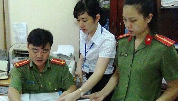 Đoàn đã tiến hành kiểm tra sổ đăng ký văn bản mật ở một số cơ quan tại Bình Phước. - Sputnik Việt Nam