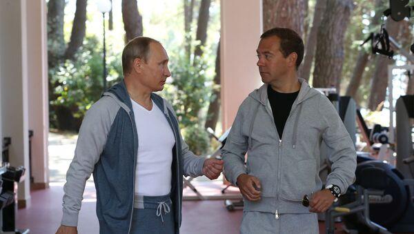 Tổng thống  Vladimir Putin và Thủ tướng Dmitry Medvedev tại Sochi - Sputnik Việt Nam
