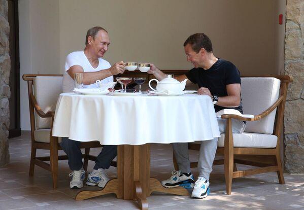 Tổng thống Nga Vladimir Putin và Thủ tướng Nga Dmitry Medvedev tại Sochi - Sputnik Việt Nam