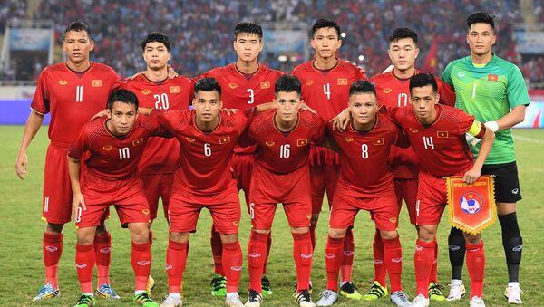 Nguyễn Văn Hoàng cùng đội tuyển Việt Nam - Sputnik Việt Nam