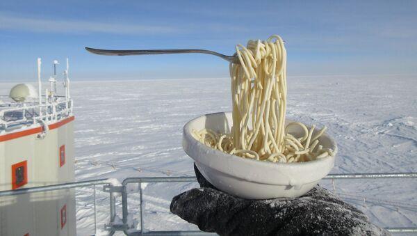 Ăn mì thế nào ở nơi lạnh buốt âm 60 độ C? - Sputnik Việt Nam