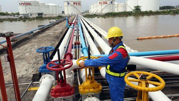 Cung cấp xăng dầu tại Tổng kho xăng dầu Nhà Bè (thành phố Hồ Chí Minh). - Sputnik Việt Nam