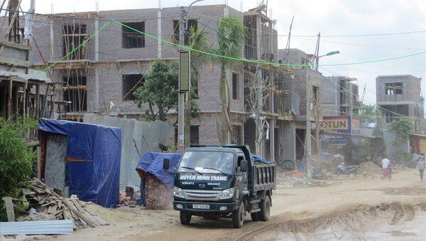 Hàng trăm ngôi nhà được xây dựng trên đất lấn chiến do Cty 319/BQP quản lý. - Sputnik Việt Nam