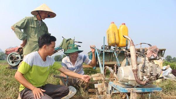 Chiếc máy cày đất tự chế của anh Phan Bá Toàn ở thôn 2 , Đức Sơn, Anh Sơn. - Sputnik Việt Nam