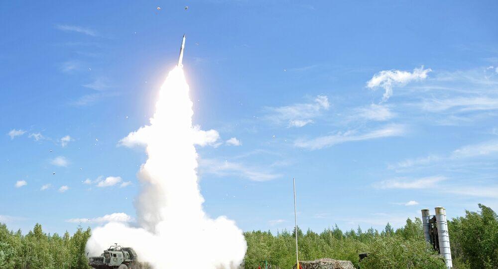 Đơn vị tên lửa phòng không khai hỏa