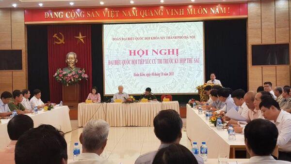 Tổng bí thư Nguyễn Phú Trọng và các đại biểu đoàn ĐBQH TP Hà Nội tiếp xúc cử tri trước kỳ thềm kỳ họp thứ 6 Quốc hội khoá XIV - Sputnik Việt Nam