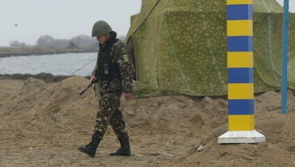 Lính biên phòng Ukraina trên biên giới  Ukraina - Nga khu vực biển Azov - Sputnik Việt Nam