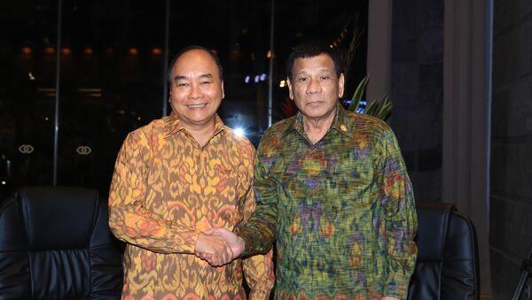 Thủ tướng Nguyễn Xuân Phúc gặp song phương Tổng thống Philippines Rodrigo Duterte - Sputnik Việt Nam