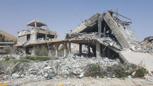 Исследовательский центр в Сирии, разрушенный в результате авиаударов коалиции США и их союзников - Sputnik Việt Nam