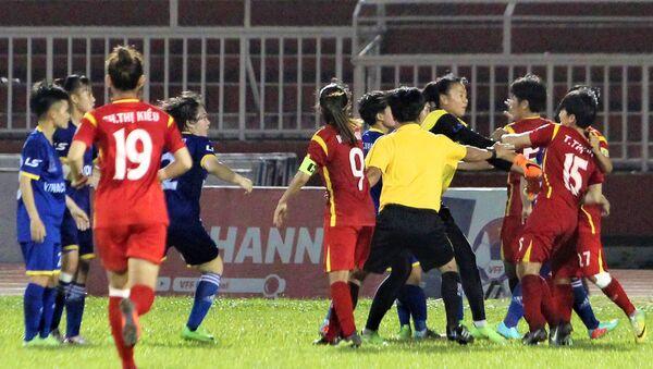 Cầu thủ nữ tham gia đánh nhau - Sputnik Việt Nam