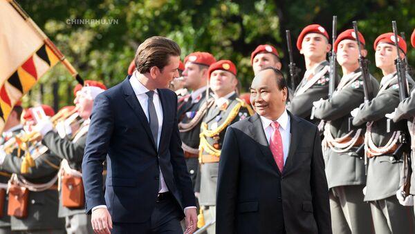 Lễ đón Thủ tướng Nguyễn Xuân Phúc thăm chính thức Cộng hòa Áo - Sputnik Việt Nam