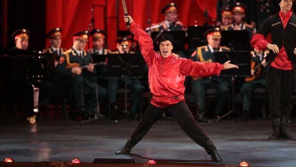 Tiết mục của các nghệ sĩ tại buổi hòa nhạc kỷ niệm 90 năm ngày thành lập Đoàn ca múa nhạc quân đội Nga mang tên A. Alexandrov tại Nhà hát Bolshoi - Sputnik Việt Nam