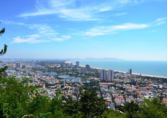 Quang cảnh bờ biển Vũng Tàu từ ngọn Hải Đăng