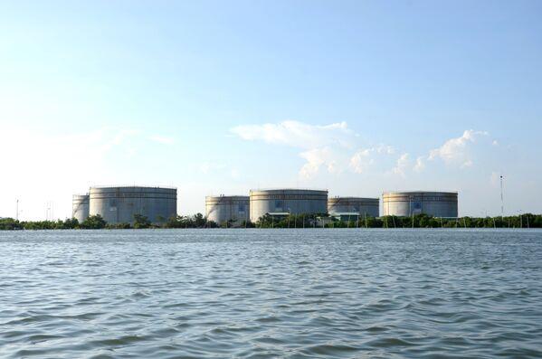 Bồn chứa dầu PV OIL trên mặt nước, Vũng Tàu - Sputnik Việt Nam