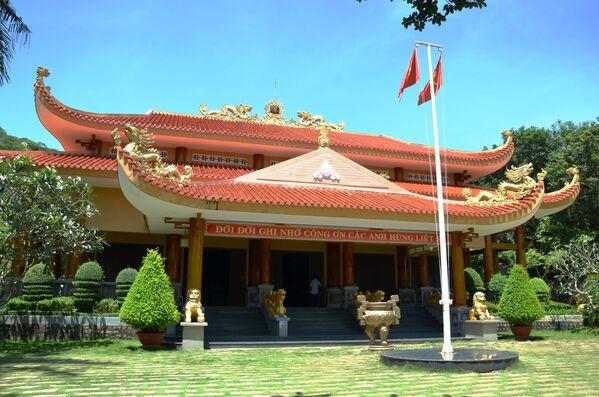 Đền thờ các anh hùng liệt sĩ chiến khu Minh Đạm trong Khu di tích lịch sử Minh Đạm - Sputnik Việt Nam