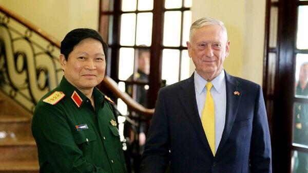 Bộ trưởng Quốc phòng Ngô Xuân Lịch tiếp Bộ trưởng Quốc phòng Mỹ James Mattis sáng 17.10 tại TP.HCM - Sputnik Việt Nam
