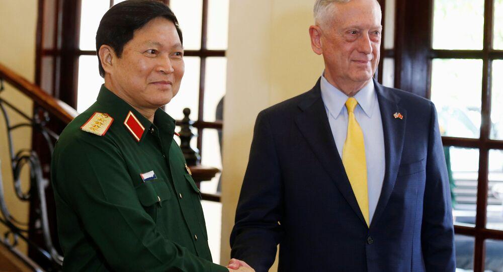 Bộ trưởng Quốc phòng Mỹ Jim Mattis và Bộ trưởng Quốc phòng Việt Nam Ngô Xuân Lịch