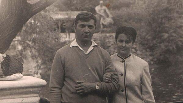 Yury Poyarkov với vợ Zina - Sputnik Việt Nam