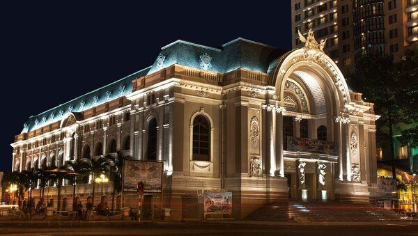 Cuối thế kỷ 19 người Pháp đã tiến hành xây dựng Nhà hát Opera Sài Gòn mang đậm phong thái kiến trúc flamboyant thời Đệ tam Cộng hòa. - Sputnik Việt Nam
