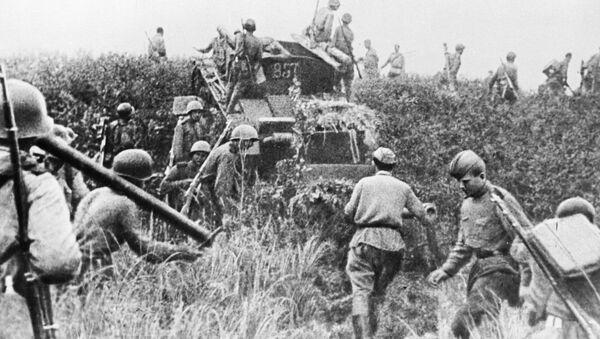 Quân đội Liên Xô vượt qua biên giới Mãn Châu trong Thế chiến II - Sputnik Việt Nam