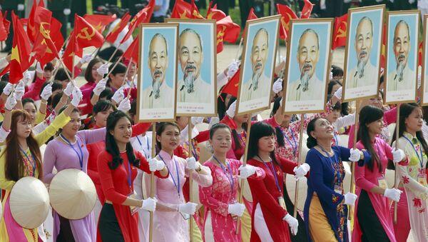 Những người tham gia cuộc diễu hành kỷ niệm Ngày quốc khánh Việt Nam lần thứ 70 lần thứ 70 - Sputnik Việt Nam