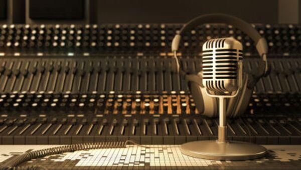 Micro và tai nghe trong studio - Sputnik Việt Nam