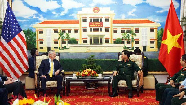 Đại tướng Ngô Xuân Lịch, Bộ trưởng Bộ Quốc phòng tiếp ông James Mattis, Bộ trưởng Quốc phòng Hoa Kỳ. - Sputnik Việt Nam