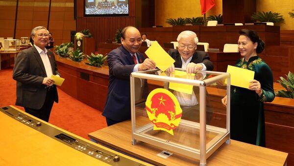 Đại biểu Quốc hội bỏ phiếu bầu Chủ tịch nước. - Sputnik Việt Nam