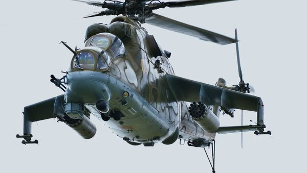 Máy bay trực thăng Mi-24 - trên thao trường quân sự Chebarkulskiy (Nam Ural).  - Sputnik Việt Nam