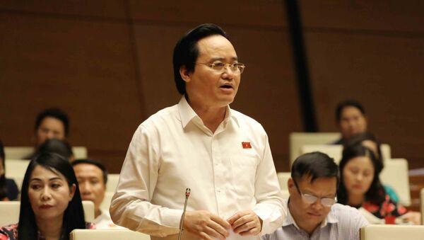 Bộ trưởng Bộ Giáo dục và Đào tạo Phùng Xuân Nhạ giải trình làm rõ vấn đề đại biểu nêu. - Sputnik Việt Nam