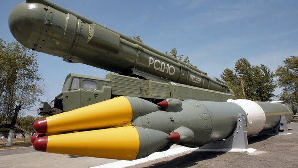 Tổ hợp tên lửa tầm trung RSD-10 Pioner - Sputnik Việt Nam
