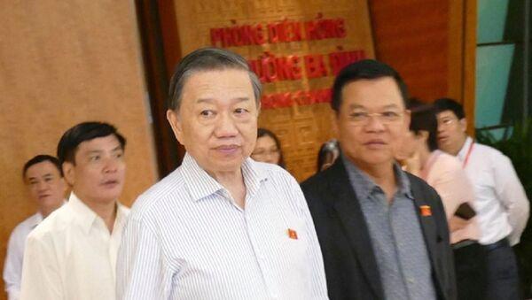 Bộ trưởng Bộ Công an Tô Lâm bên hàng lang Quốc hội sáng 29-10 - Sputnik Việt Nam