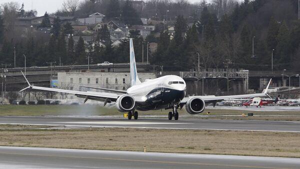 Chiếc máy bay Boeing 737 MAX trở về từ chuyến bay thử nghiệm tại Boeing Field ở Seattle, Washington - Sputnik Việt Nam