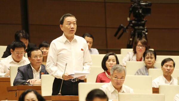 Bộ trưởng Bộ Công an Tô Lâm trả lời chất vấn. - Sputnik Việt Nam