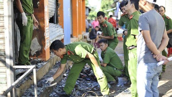 Cơ quan điều tra thu thập chứng cứ, khám nghiệm tại hiện trường - Sputnik Việt Nam