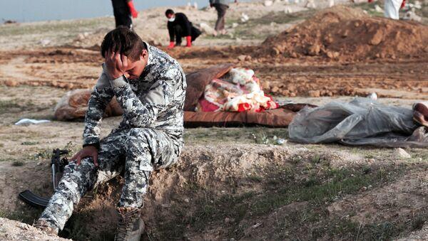 Phát hiện hơn hai trăm ngôi mộ tập thể chôn cất nạn nhân IS ở Iraq - Sputnik Việt Nam