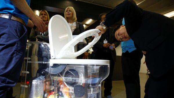 Bill Gates giới thiệu bồn cầu không nước với chi phí 200 triệu USD - Sputnik Việt Nam