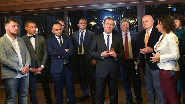 Thủ tướng Nga Dmitry Medvedev đã gặp những người  lọt vào vòng  chung kết cuộc thi ảnh báo chí quốc tế lần thứ tư mang tên Andrey Stenin. - Sputnik Việt Nam