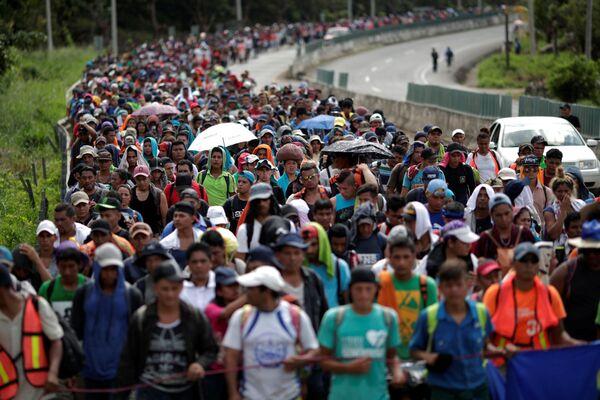 Đoàn di dân Trung Mỹ trên đường đến biên giới Hoa Kỳ ở Mexico - Sputnik Việt Nam