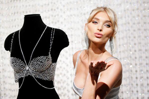 Người mẫu Thụy Điển Elsa Hosk tại buổi trình diễn Victoria's Secret ở New York - Sputnik Việt Nam