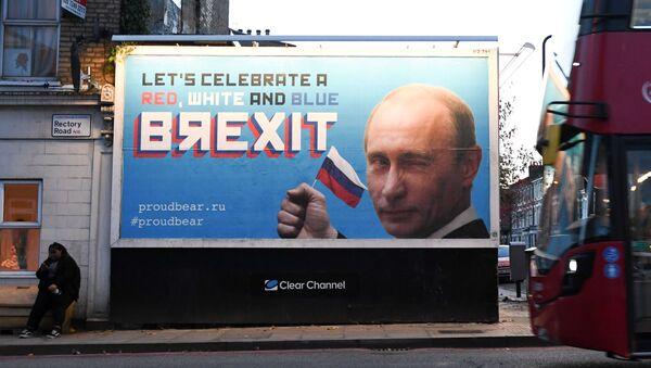Biển quảng cáo có in hình tổng thống Putin xuất hiện trên đường phố Londo - Sputnik Việt Nam