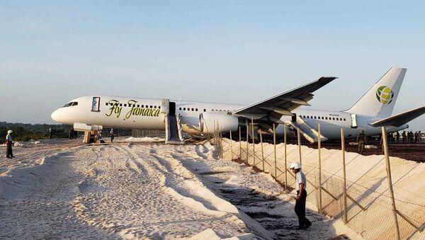 Máy bay va chạm khi hạ cánh khẩn cấp ở Guyana, 10 người bị thương - Sputnik Việt Nam