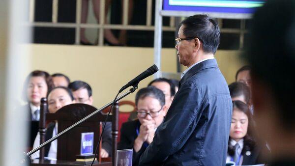 Bị cáo Phan Văn Vĩnh (nguyên Tổng Cục trưởng Tổng cục Cảnh sát) khai báo trước tòa. - Sputnik Việt Nam
